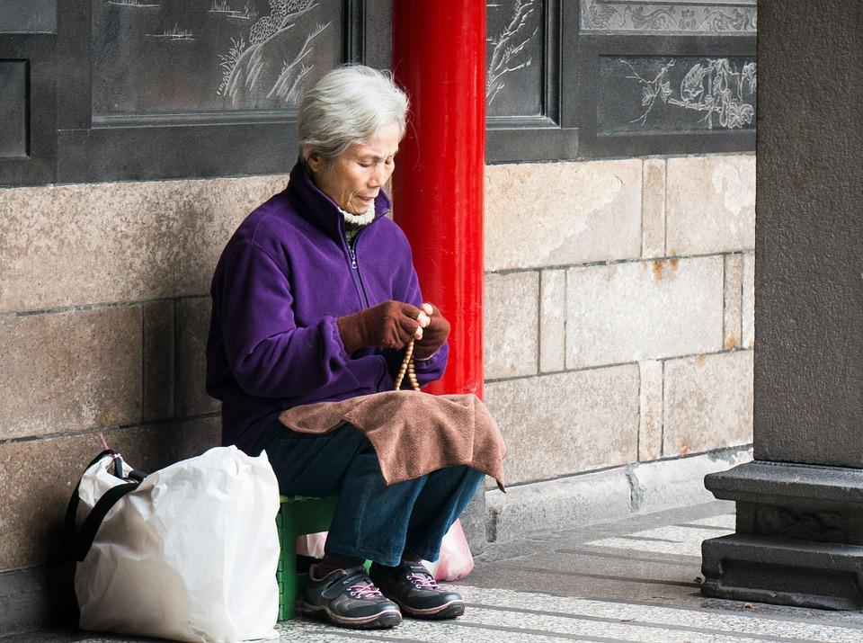 grandma-748254_960_720