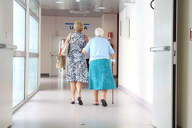 elderly-1461424_640